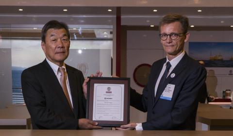 Mr.Toshiro Miyazaki, President & CEO MODEC receiving the AiP certificate from Matthieu de Tugny, COO Bureau Veritas.