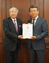 BUREAU VERITAS APPROVAL FOR SASAKI SHIPBUILDING LPG FUELED GAS CARRIERS two people holding certification document